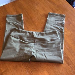 savage barbell Pants - EUC Savage barbell small capris OD green